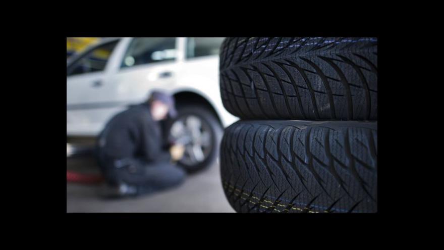 Video S přezutím na zimní pneumatiky řidiči váhají