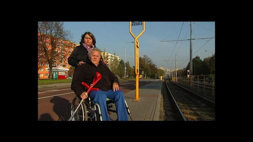 Video Do ostravské tramvaje smí maximálně jeden vozík nebo kočárek