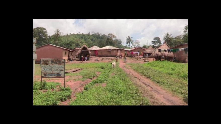 Video Vesnice, odkud se ebola rozšířila dál