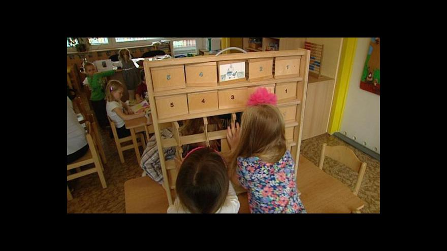 Video Předškolní děti počítají, jako když bičem mrská