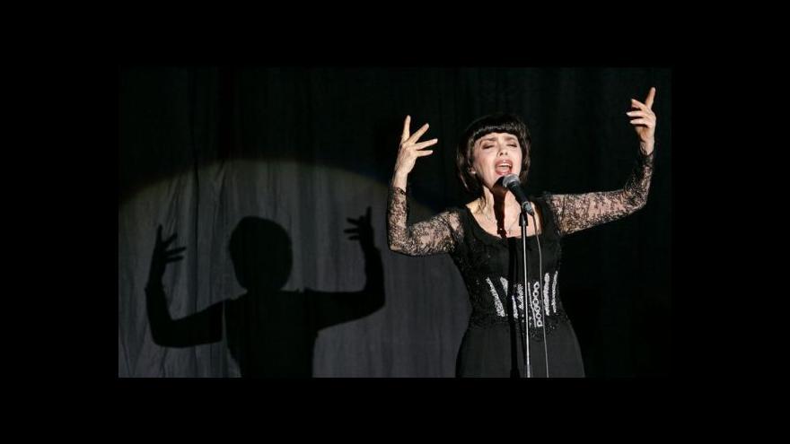 Video Mireille Mathieu slaví půlstoletí na scéně