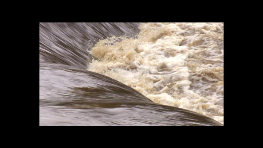 Video Otava po deštích zahrozila