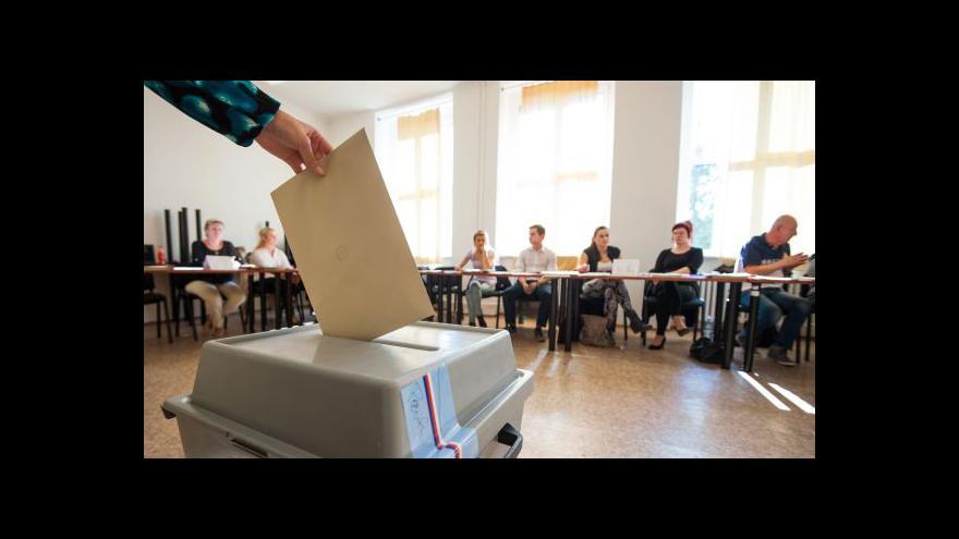 """Video Politologové: Loňské volby potvrdily """"reformu"""" systému"""