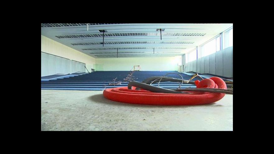 Video Výuku ve výzkumném centru blokuje soutěž na nábytek
