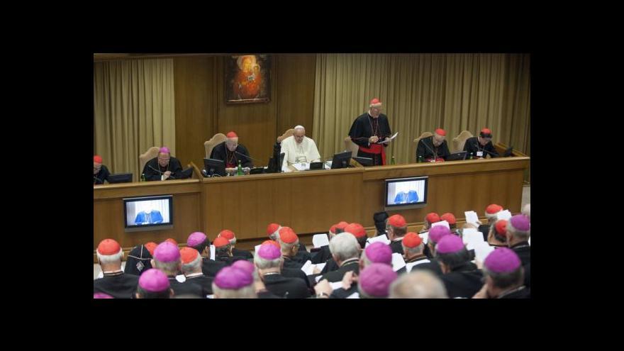 Video Biskupové schválili dokument o přístupu církve k otázkám rodiny