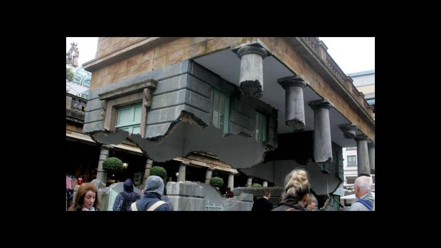 Video Londýnská budova se vznáší ve vzduchu