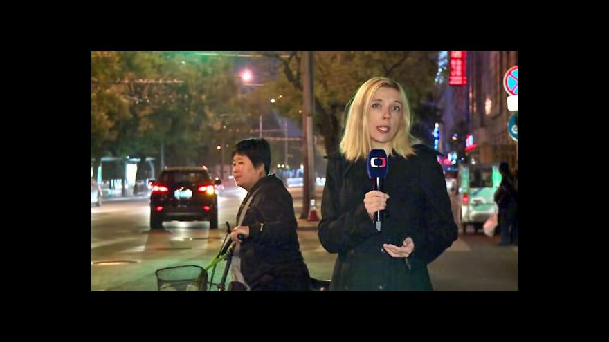 Video Odpůrci protestů v Hongkongu napadli studenty