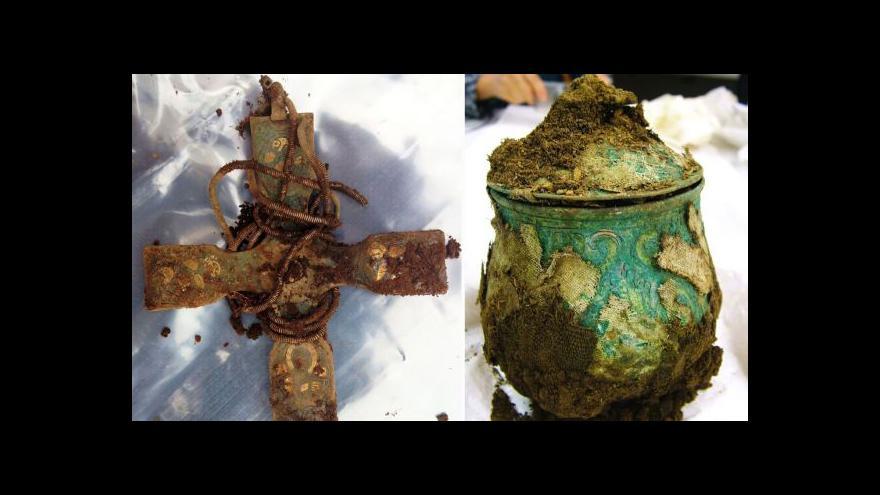 Video Archeolog-amatér našel vikinský poklad