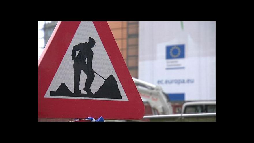 Video Zpozdí se nástup Junckerova týmu?