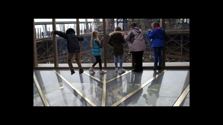 Video Nové lákadlo Eiffelovy věže – skleněná promenáda