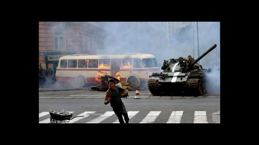 Video Vinohradskou kvůli natáčení znovu projížděly ruské tanky