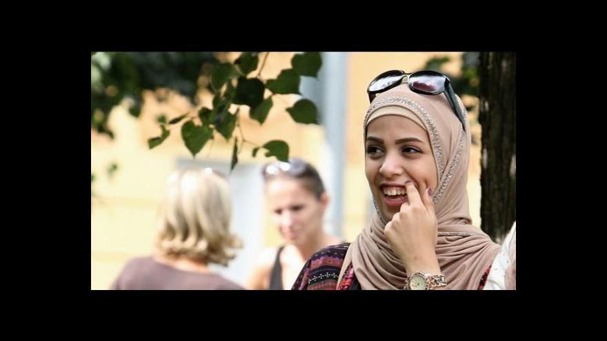 Video Mnohé nemocnice nechtějí zaměstnankyně v muslimských šátcích