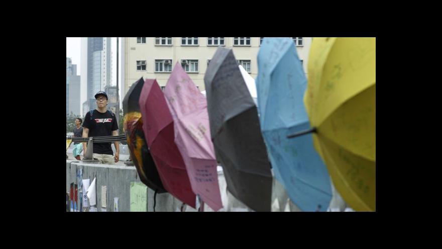 Video Hongkong: Třenice v ulicích pokračují