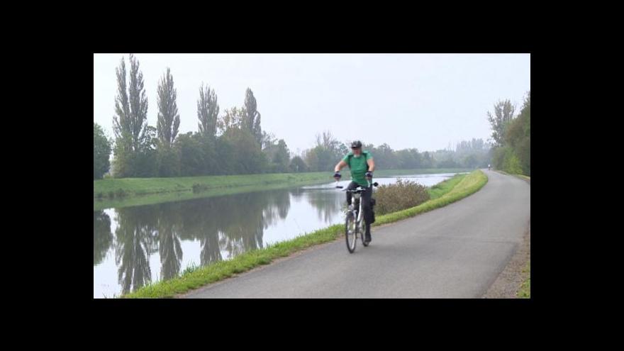 Video Cyklostezka z Pardubic do Hradce Králové by se mohla začít stavět v roce 2015
