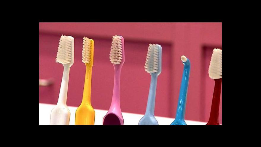 Video Odbornice radí, jak na správné čištění zubů