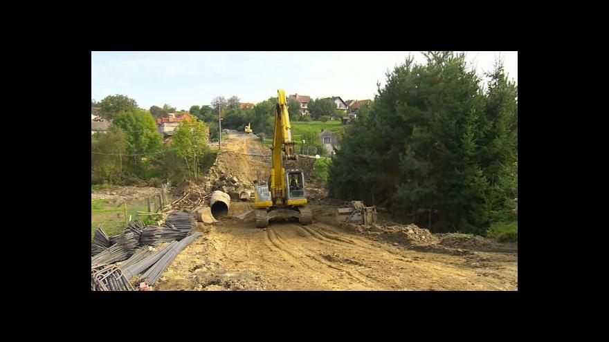 Video Ve Vilémově se rozhýbává oprava mostu. Zatím pomalu