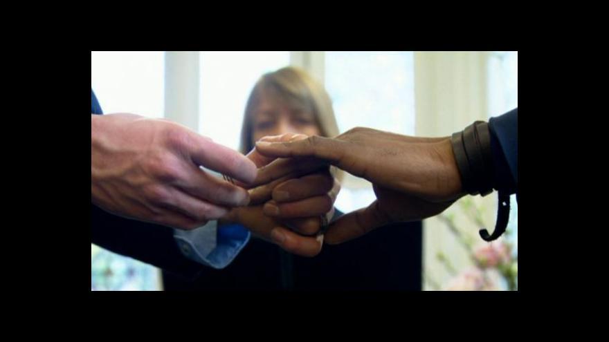 Video BBC odhalila gang organizující fingované homosexuální svatby