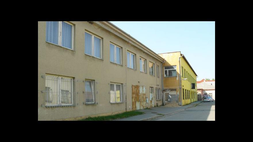 Video Jak ušetřit na státních budovách?