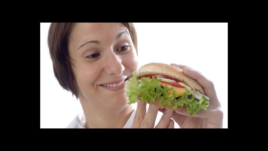 Video Události: Fastfoody chtějí nabízet zdravé jídlo
