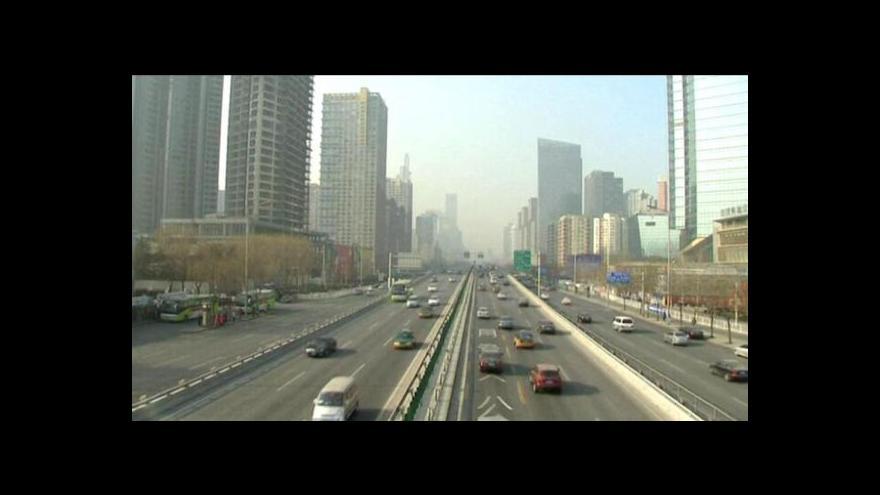Video Čína se pouští do boje proti škodlivým emisím