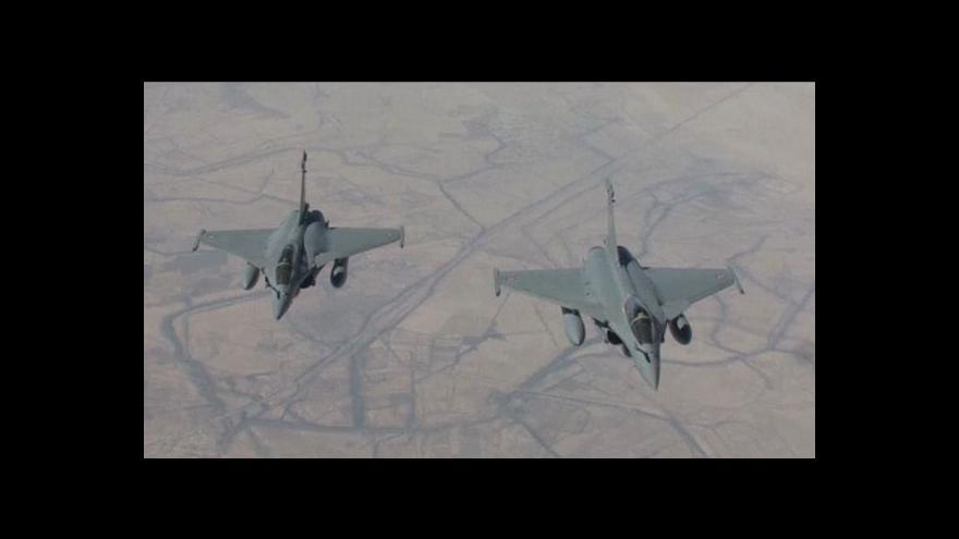Video USA zničily při náletech islamistům tanky a vozidla