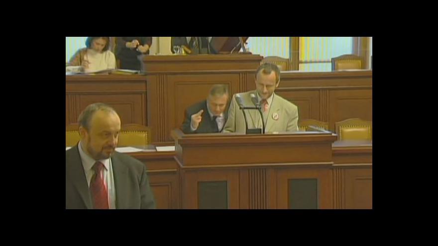 Video Jak se politici urážejí ve sněmovně?