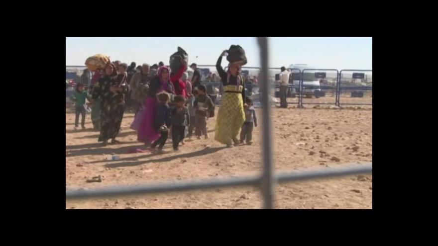 Video Bez komentáře: Kurdové prchají před islamisty do Turecka