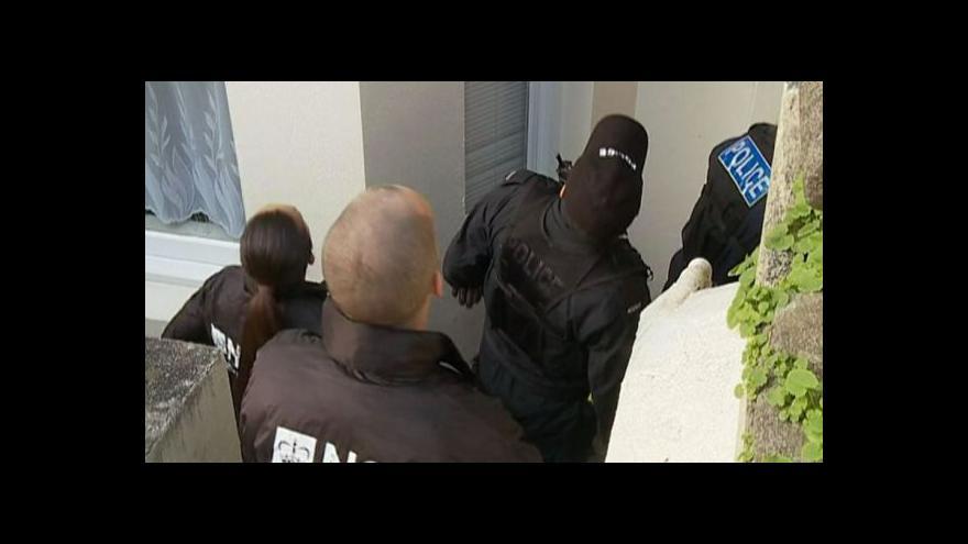 Video Britská policie řeší, co s osvobozenými Čechy