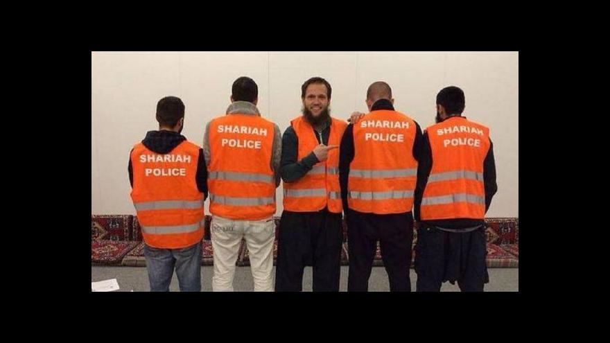 Video Islamistům v uniformě hrozí obvinění
