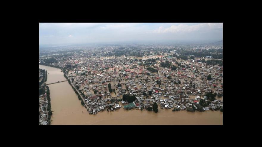 Video Kašmír bojuje s ničivými povodněmi