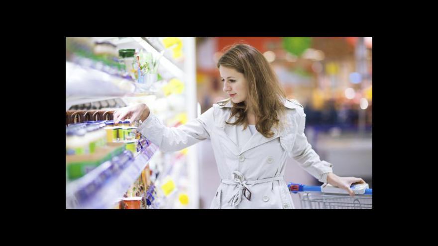Video Lidé si meziročně připlatili za mléčné výrobky či oblečení