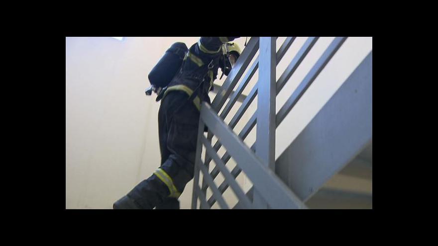 Video Železní hasiči běželi až do 26. patra