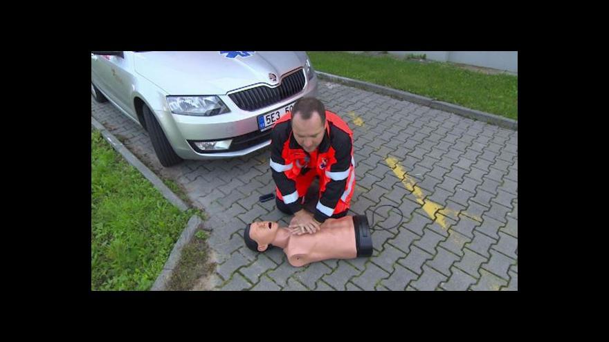Video Lidská lhostejnost může zabíjet, varují záchranáři