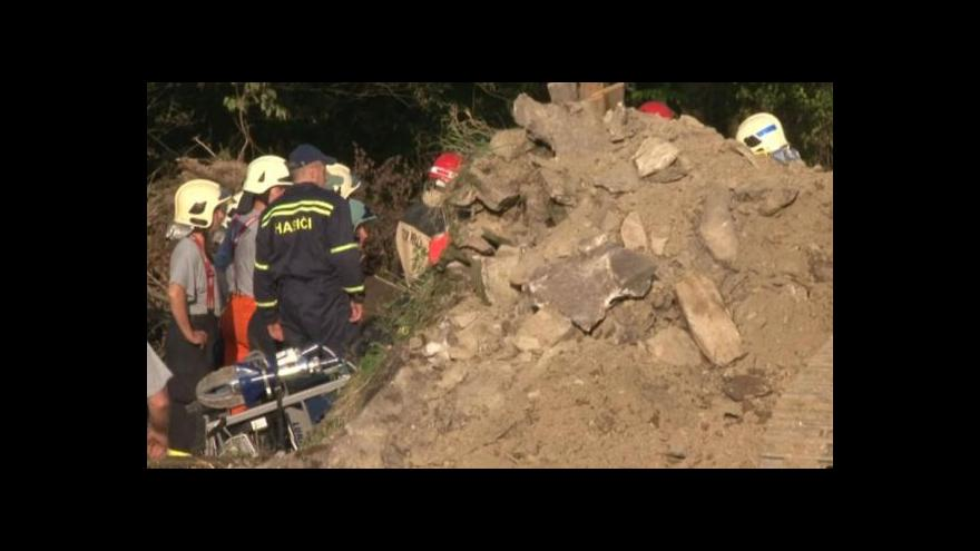 Video Události: Druhého dělníka se podařilo vyprostit