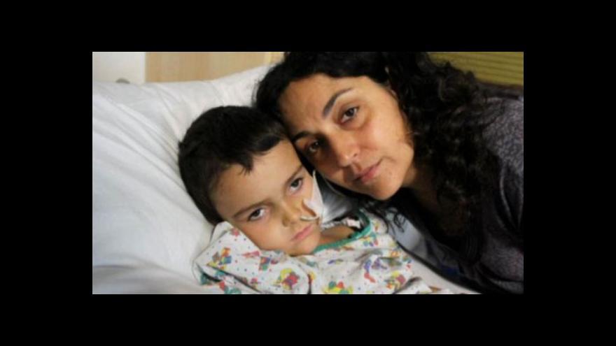 Video Britský chlapec s rakovinou se bude léčit v Česku