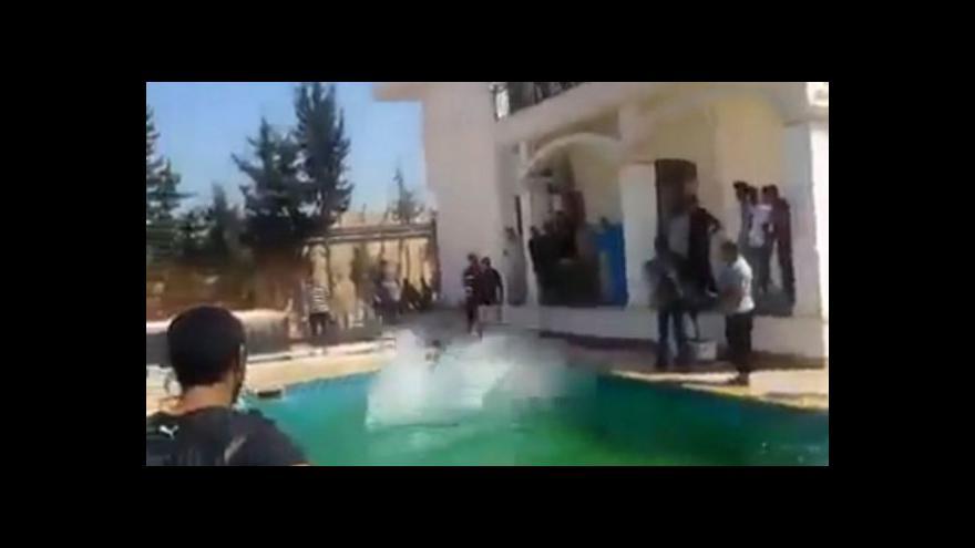 Video Libyjské milice řádí na půdě americké ambasády