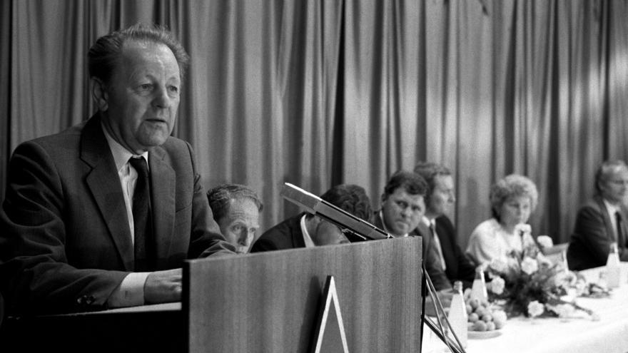 Video Projev Miloše Jakeše Na Červeném hrádku