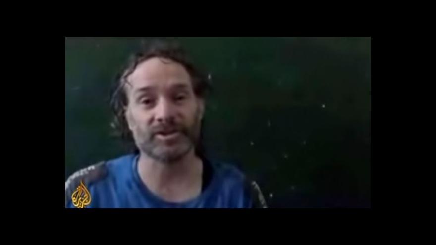 Video Novinář Curtis je na svobodě