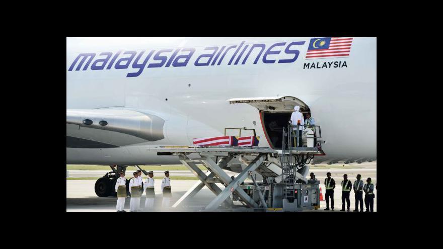 Video Do Malajsie dorazily pozůstatky 20 obětí letu MH17