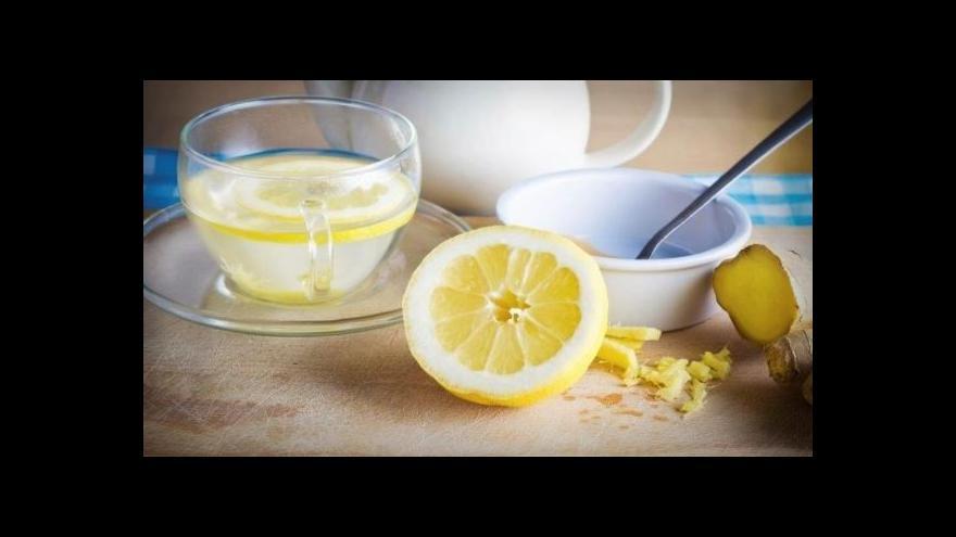 Video Omýt citrusy nestačí, chemikálie se na nich udrží