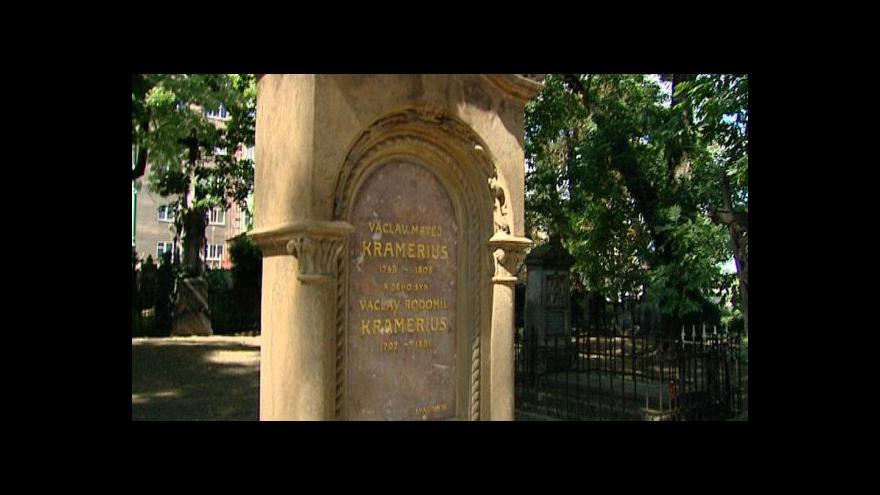 Video Lidé se ujali již desítek hrobů slavných osobností