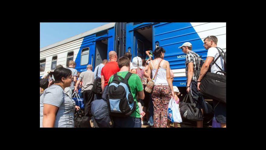Video Místo kamionů s pomocí by se Rusko mělo přestat vměšovat