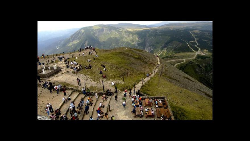 Video Národní parky praskají ve švech
