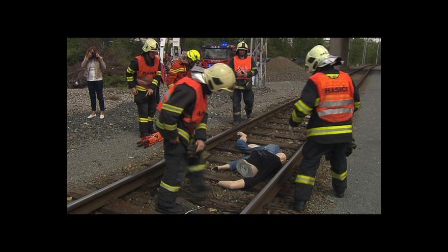 Video Téma Událostí: Srážek vlaků s chodci je nebývalé množství