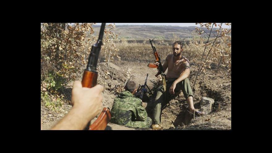 Video Ukrajina: Konvoj se hnul k hranici, separatisté sestřelili stíhačku
