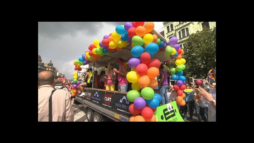 Video Prahou prošel pochod hrdosti