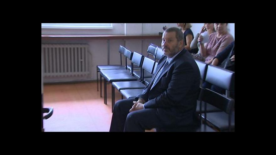 Video Podmínečně propuštěný Novák zatím ve vězení zůstává