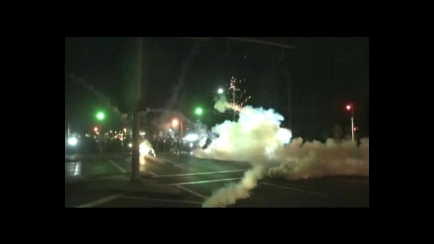 Video Protesty po smrti černošského mladíka neutichají