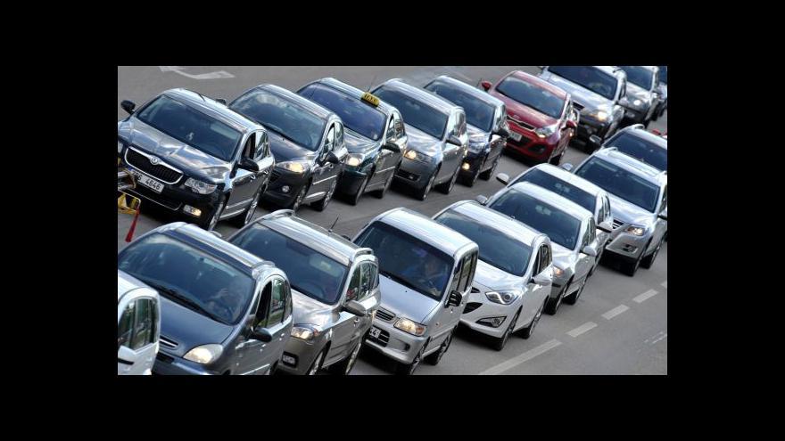 Video Dufek: Českou ekonomiku táhne automobilový průmysl