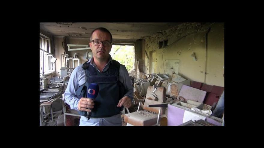 Video V Doněcku vládne chaos. Lidé viní armádu z necitlivých zásahů